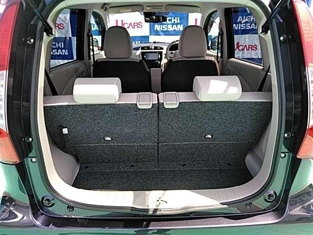 定員乗車時でもリヤシートをスライドさせることで広いラゲッジスペースを確保♪