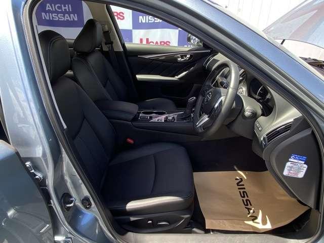 運転席です。パワーシートで細かい調整が楽に可能です。