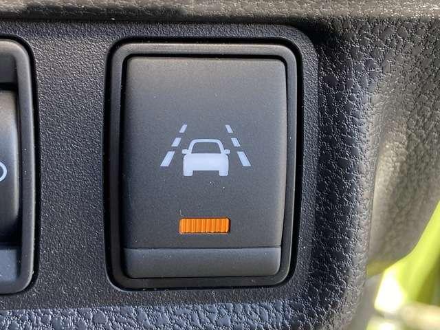 X アラウンドビューモニター 踏み間違い防止 エマージェンシーブレーキ コーナーセンサー ハイビームアシスト インテリジェントルームミラー ステアリングスイッチ アイドリングストップ(11枚目)