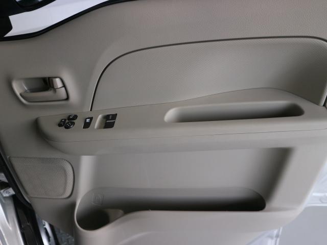 電動格納リモコンミラー/運転席助手席パワーウインドー装備