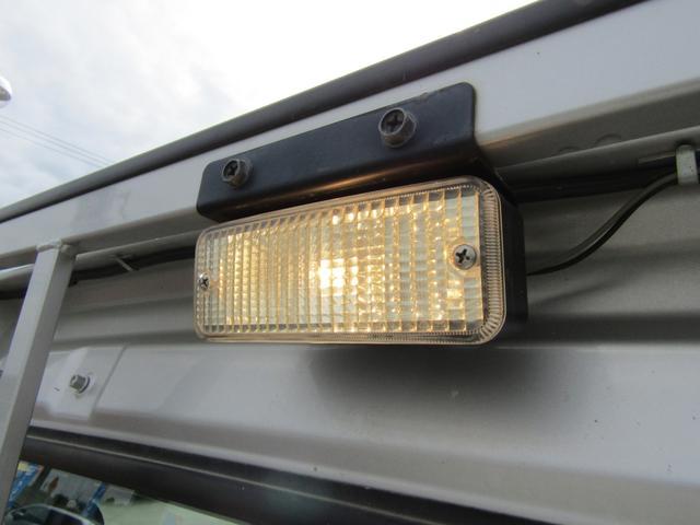 KU 切り替え4WD 純正ラジオ パワステ エアコン エアB ゲートアッパープレート ポストプロテクター 作業灯 ツールロッカー フロアマットラバー サイドバイザー(9枚目)