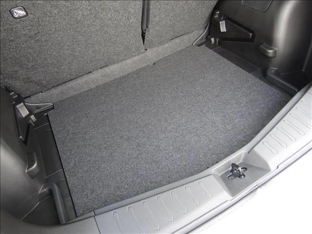 広いトランクの荷室スペースです!!