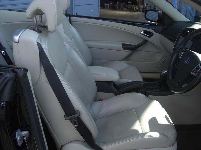 フロントシート レザーシートでかっこいいです。