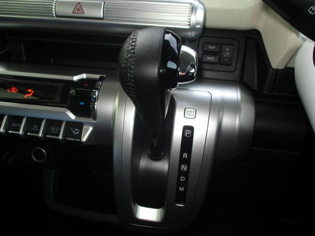 温度を調節できるオートエアコンで快適です。
