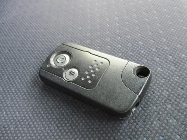 鞄に鍵を入れたままでも施錠・解錠できる便利なスマートキーです。