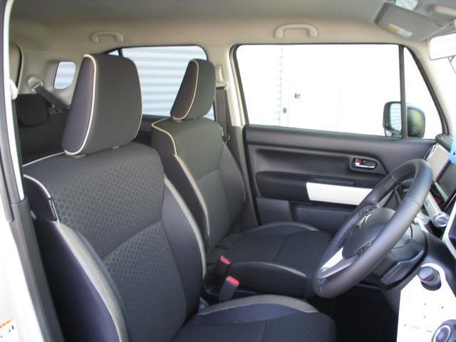 フロントシート 足元広々で快適です。シートも体をしっかりホールドしてくれています!