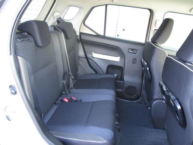 セカンドシートも大人が乗っても充分な広さです。チャイルドシート(別売)をしっかり固定することができます!