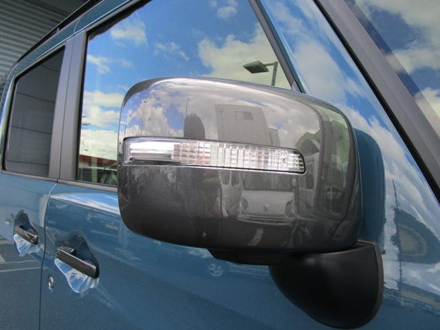 視認性の高いサイドターンランプ付きドアミラーです!ウインカーランプと一緒に点灯することで周りからわかりやすくなります!