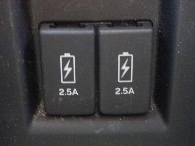 ★USB充電ソケット付ですので、スマートフォン等の充電もアダプター無しで可能です★