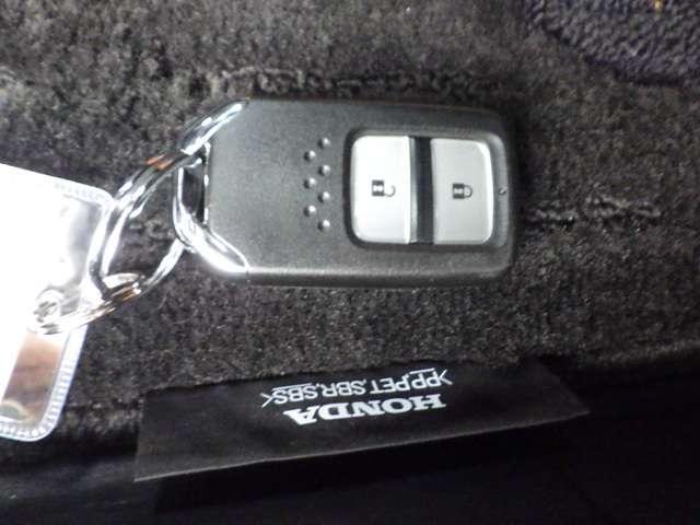 ★スマートキー★ キーを携帯しているだけでカギの開け閉めからエンジン始動までできるスマートキー!キーを取り出す必要がないので楽チンです☆