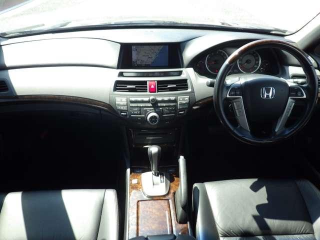 35iL 走行無制限1年間保証付き 衝突軽減ブレーキ 純正HDDナビ ワンセグTV バックカメラ レザーシート パワーシート シートヒーター ETC スマートキー アイドリングストップ(17枚目)