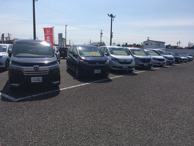 広大な展示場には人気のHonda車がたくさん展示しています。