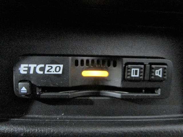 ハイブリッドアブソルート・EXホンダセンシング 純正9インチSDナビTV DVD再生可能 ブルートゥース マルチビューカメラ ETC2.0 LEDオートライト 両側電動スライドドア ホンダセンシング シートヒーター ワンオーナー(11枚目)