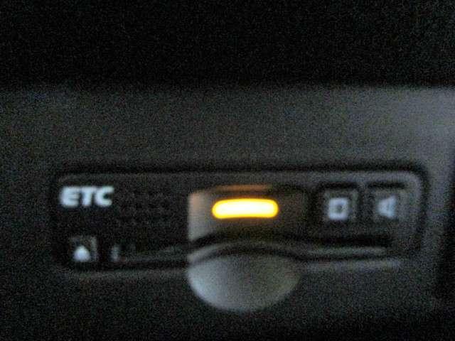 G・ターボLパッケージ 純正SDナビフルセグTV DVD再生可能 ブルートゥース 安心パッケージ ETC ワンオーナー HIDオートライト スマートキー 両側電動スライドドア ハーフレザー リアシートスライド(11枚目)