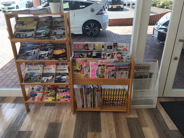 マンガ・雑誌も種類豊富です、ゆっくりとくつろいでいただけます。