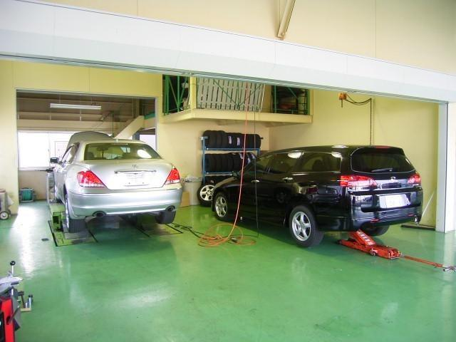 整備工場も完備しています、整備の事もU-Select鈴鹿にお任せください。