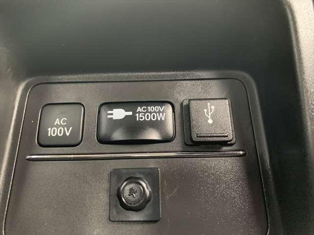 大型のセンターコンソール裏にはAC電源があるので、掃除機を繋いだりスマホの充電をしたり便利に使えます♪
