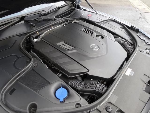 ◆4.0L V型8気筒DOHCエンジン+ツインターボチャージャー ◆469ps/5,500rpm:71.4kgm/4,000rpm(カタログ値)