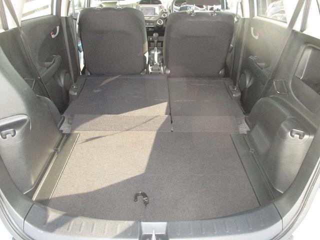 後席シートもフラットにでき、幅広スペースを確保できます。大きな買い物などに、便利ではないでしょうか?