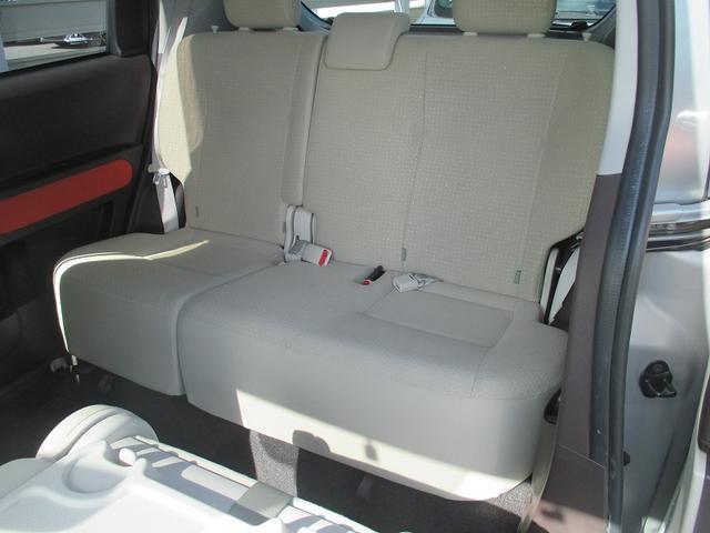 後部座席も当然綺麗・清潔に仕上げております。内装の綺麗なお車は気持ちが良いですし、内装の綺麗なお車はコンディション良好のモノが多いです。