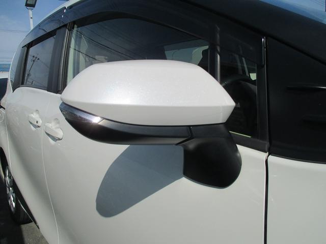 周りの車に、「ウインカー&ハザード」をきずいてもらえる装備です。だから、安全・安心!