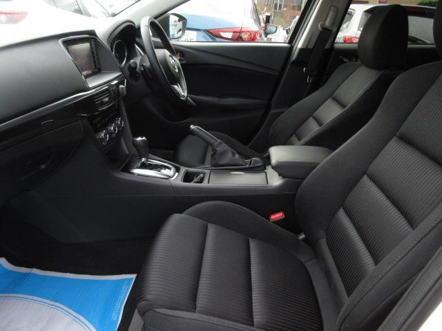 フロントシートは心地用フィット感と程よいホールド性能を両立させ、今までになく快適にドライブを楽しんでいただけるマツダ自慢のシートです。