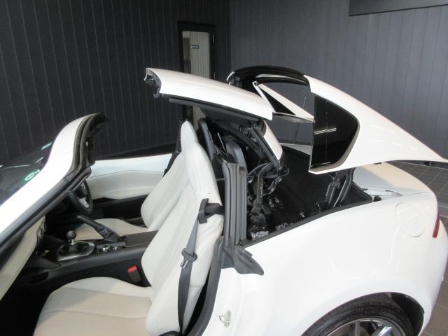 開閉時は全電動でスムーズです。運転席、助手席
