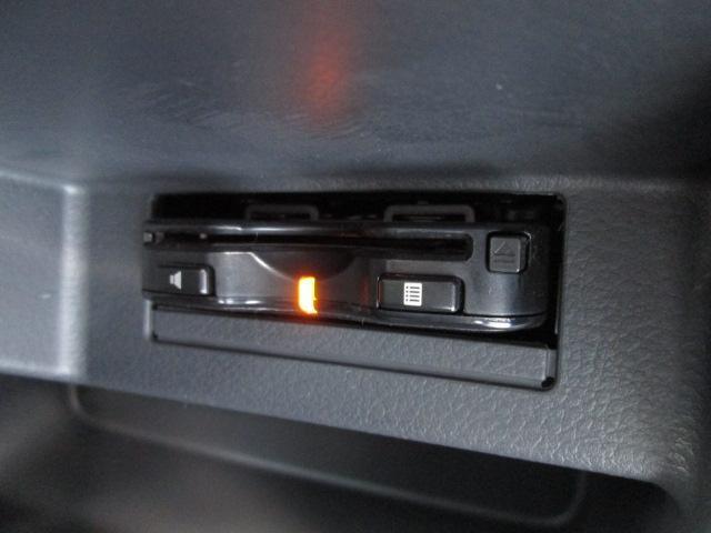 各種装備スイッチは運転席下に配置されています!