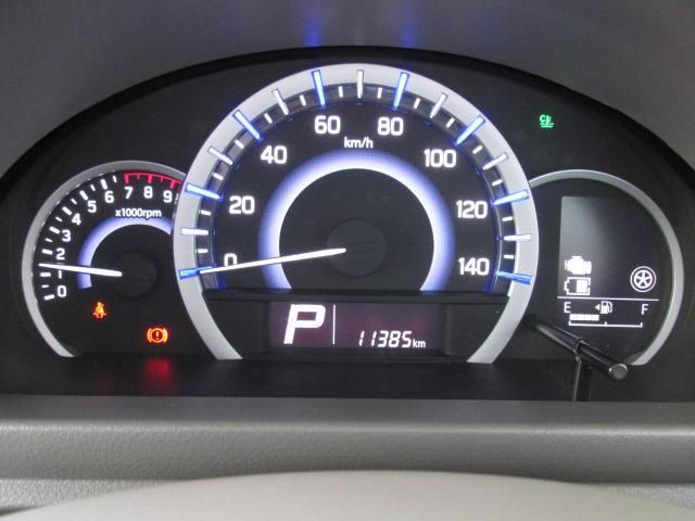 エネルギーの流れがひと目でわかるインジケーターがメーター右ディスプレイについております!またメーターイルミネーションは、みどり、青、白に発光しドライバーにエコドライブの目安をお知らせします!