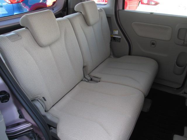 フレアワゴン後席は、前後のシート間隔をしっかりとり、前後移動も可能なため、お子様の着替えや赤ちゃんのオムツ交換もラクラク可能です。