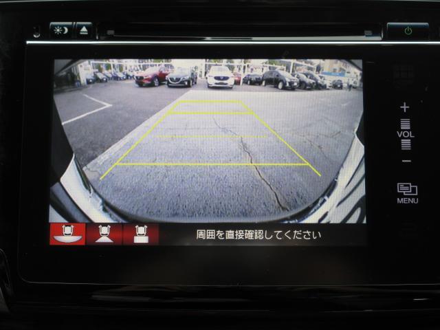 バックカメラ作動時には、ガイドラインが表示されます。動きを予測してくれますので、駐車ミスを未然に防ぐ便利な機能です♪