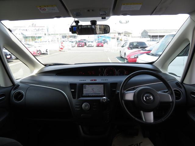 視界も広く、周囲が見やすいので安全に運転できます。また、周辺機器も簡単に操作できますので、ドライバーにとって使いやすく、万が一の時にも安全に設計されています。