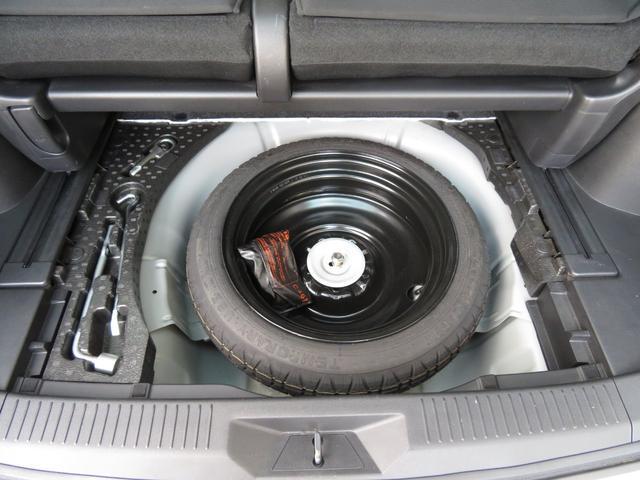 スペアタイヤを装備しています。 いざと言う時には、使い慣れないパンク修理キッドより、スペアタイヤが安心です。