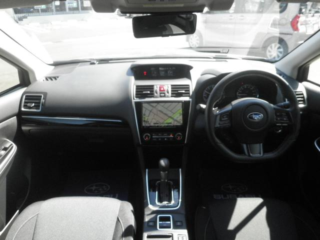 インパネ周り スイッチ類は操作しやすい配置になっていて、運転中の視線移動も少なくなり運転に集中できます!