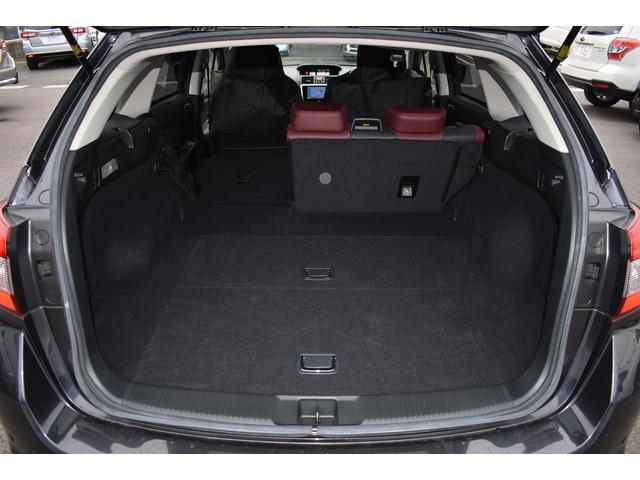6:4分割可倒式リヤシートで長物も積載可能です。全て倒せばさらに広い空間が確保できます!