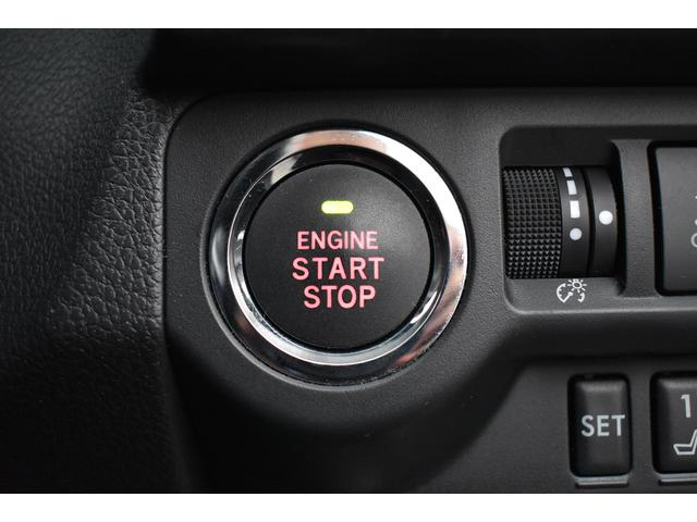 キーレスアクセス&プッシュスタートは、ポケットやカバンからキーを出さずにドアの施錠開錠、エンジン始動まで行えます。イモビライザー内蔵!
