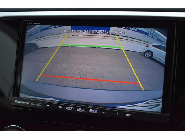 リヤカメラ付きなので、シフトレバーをリバースにすると連動してカメラ映像に切り替わります。