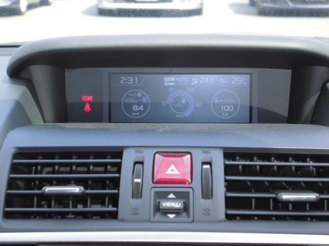 車両中央付近にあるこのモニターでサイドビューやフロントビューモニターの映像を確認できます。