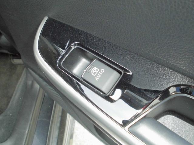 パワーウインドウは全ての扉でオート機能付きです。