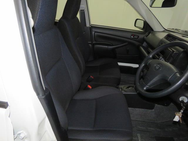 1列目です。運転席、助手席ともに綺麗です!