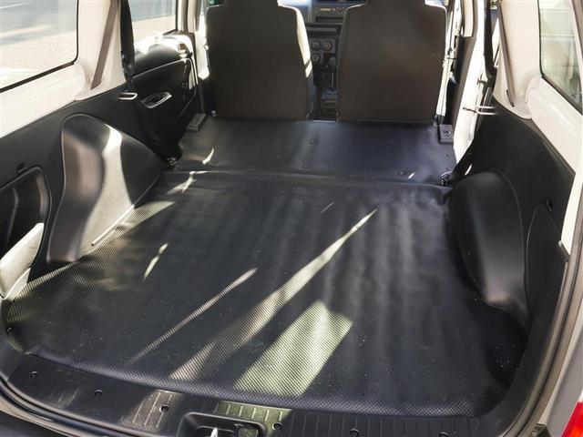 後部座席は倒す事も可能。用途に合わせてお使い下さい