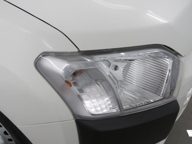 ハロゲンヘッドライトです。道路を明るく照らします