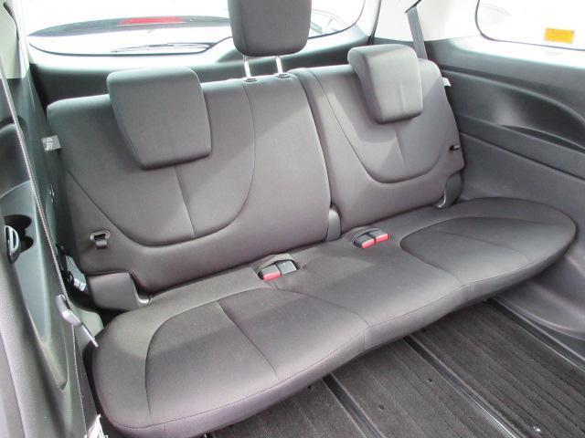 サードシートも肉厚でクッション性の良いシートです◎