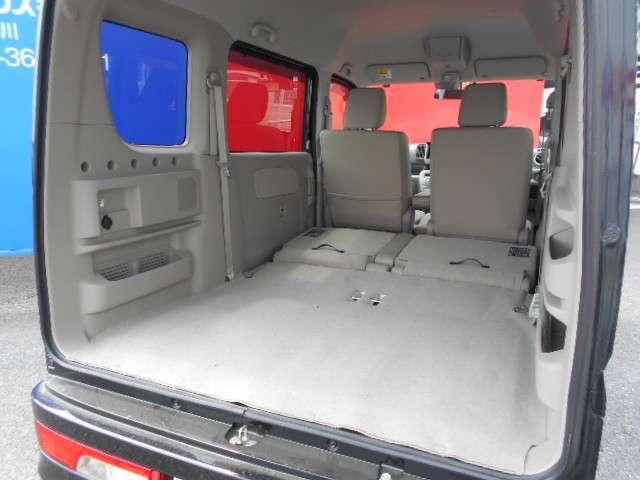 後部座席をシートアレンジすれば、大きい荷物も楽々積めますよ!