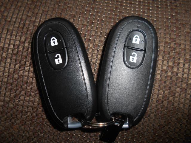 インテリジェントキーです!!カバンやポケットに入れて持っているだけで、ボタン一つでドアを開閉できます。