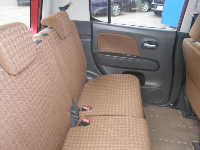 後部座席です。綺麗・清潔に仕上げております。内装の綺麗なお車は気持ちが良いですし、コンディションのいい車が多いです。