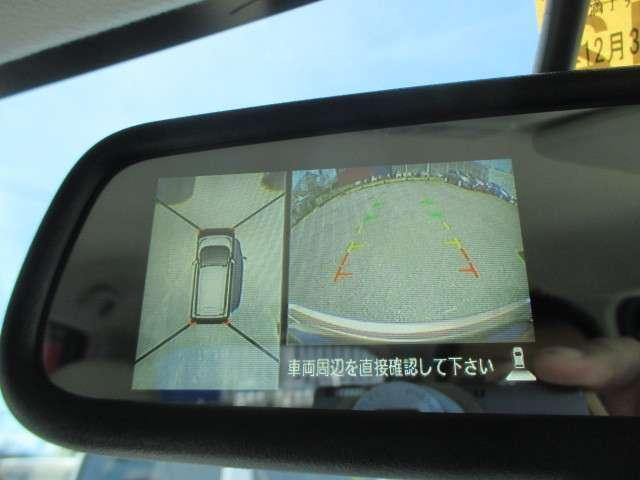 アラウンドビューモニターです。上空からお車の周りを見る感覚で表示されますので、車庫入れも簡単!