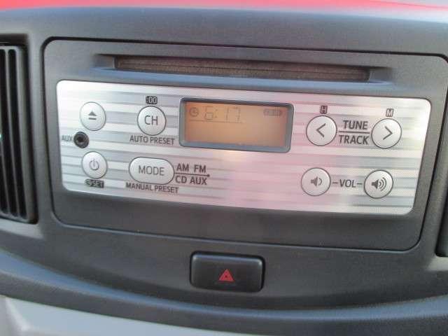 純正CDチューナーがついてます。
