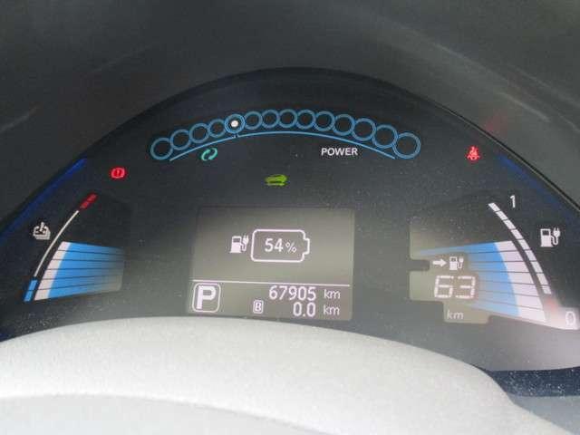 ◆◆◆リーフ専用のデジタルメーター。充電状態や出力と回生状態を確認できるほか、エコドライブをアシストする機能も備えたデジタルメーターです。