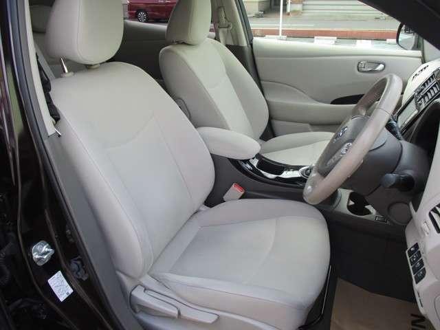 ◆◆◆ドライバーのかたと助手席のかたが座るシートです。実際お座りいただくのが、分かりやすいと思います。お気軽にご来店ください!